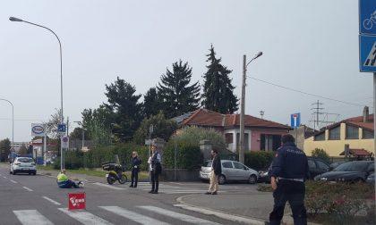 Arcore, postino in scooter si scontra con un'automobile