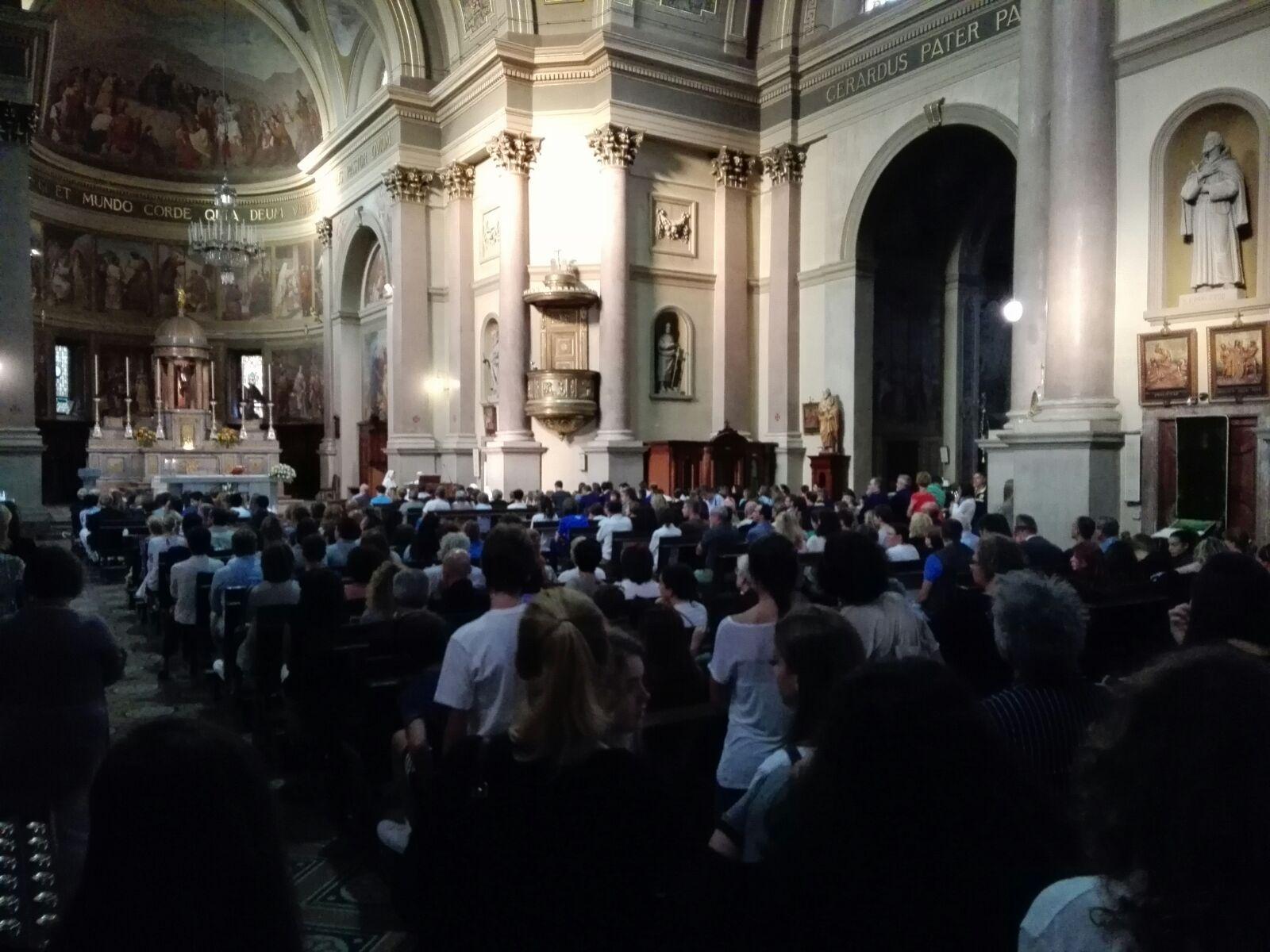 La messa in memoria della 14enne Gea Papa