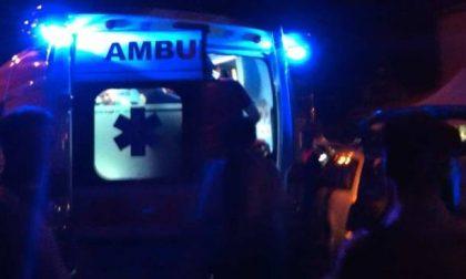 L'auto finisce contro un ostacolo: due giovani in ospedale SIRENE DI NOTTE