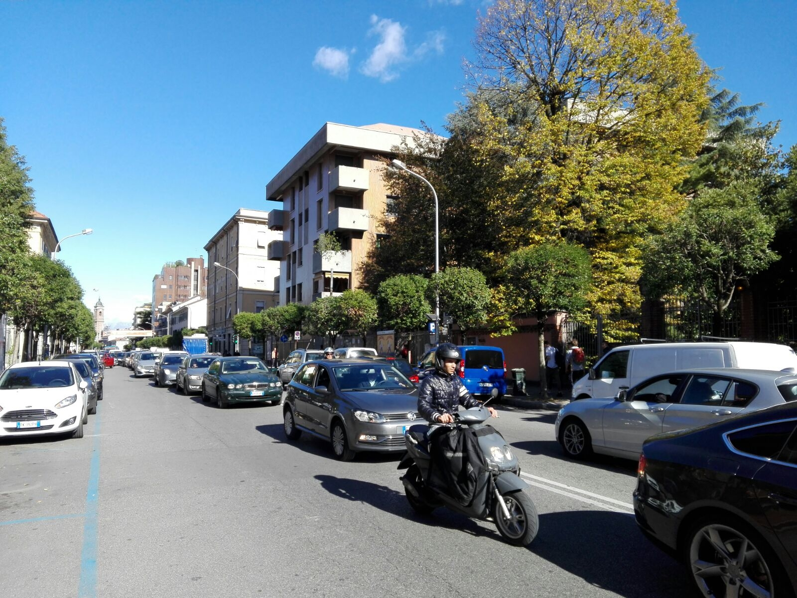Inversione azzardata in corso Milano, 24enne al Pronto soccorso