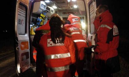 Scontro tra due auto in via Cairoli, 2 feriti SIRENE DI NOTTE