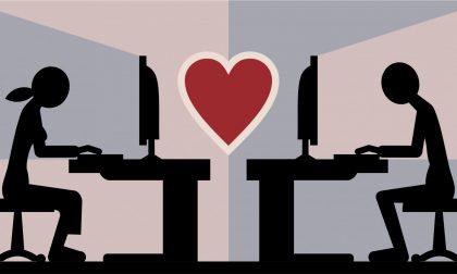 Romantisicmo in estinzione: primo appuntamento è online