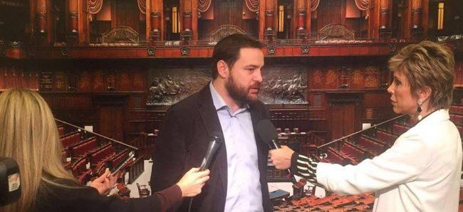 25 senatori Pd contro il divieto di spostarsi nei giorni di festa. C'è anche Rampi