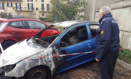 Concorezzo: mistero sulla Peugeot in fiamme nella notte