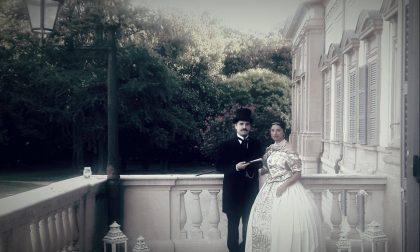 Re e Regina mostrano la Villa Reale