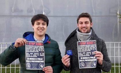 Aids Giovani padani distribuiscono profilattici fuori dall'università