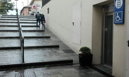 Fiori per la sicurezza in via Bergamo