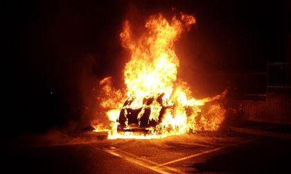 Proseguono le indagini sulle auto bruciate ad Arcore FOTO