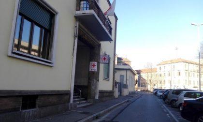 Parcheggio selvaggio davanti alla Croce rossa