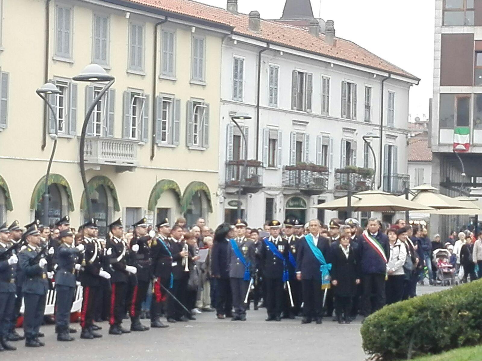 Adunata in piazza per celebrare l'unità nazionale