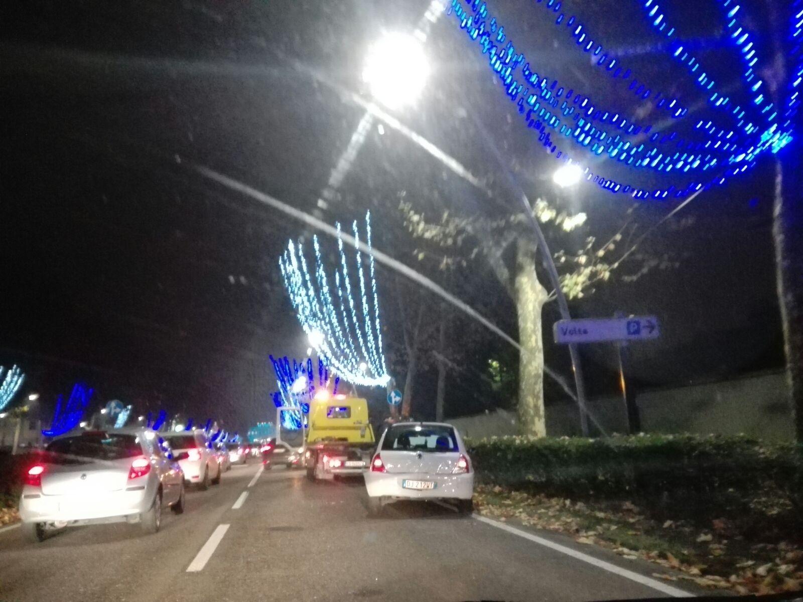 Natale luminoso, prove generali in Villa Reale