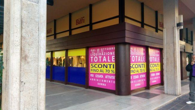 Addio al negozio tradizionale: a Monza chiudono altre due attività ...
