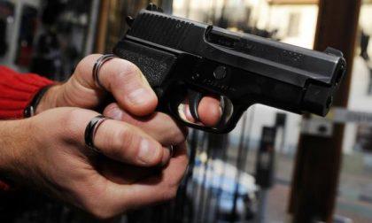 Sul treno ad Arcore con una pistola