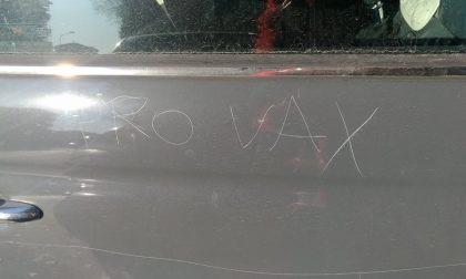 Vaccini, vandalizzata auto della mamma no vax