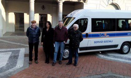 Auto Amica sospende il trasporto anziani