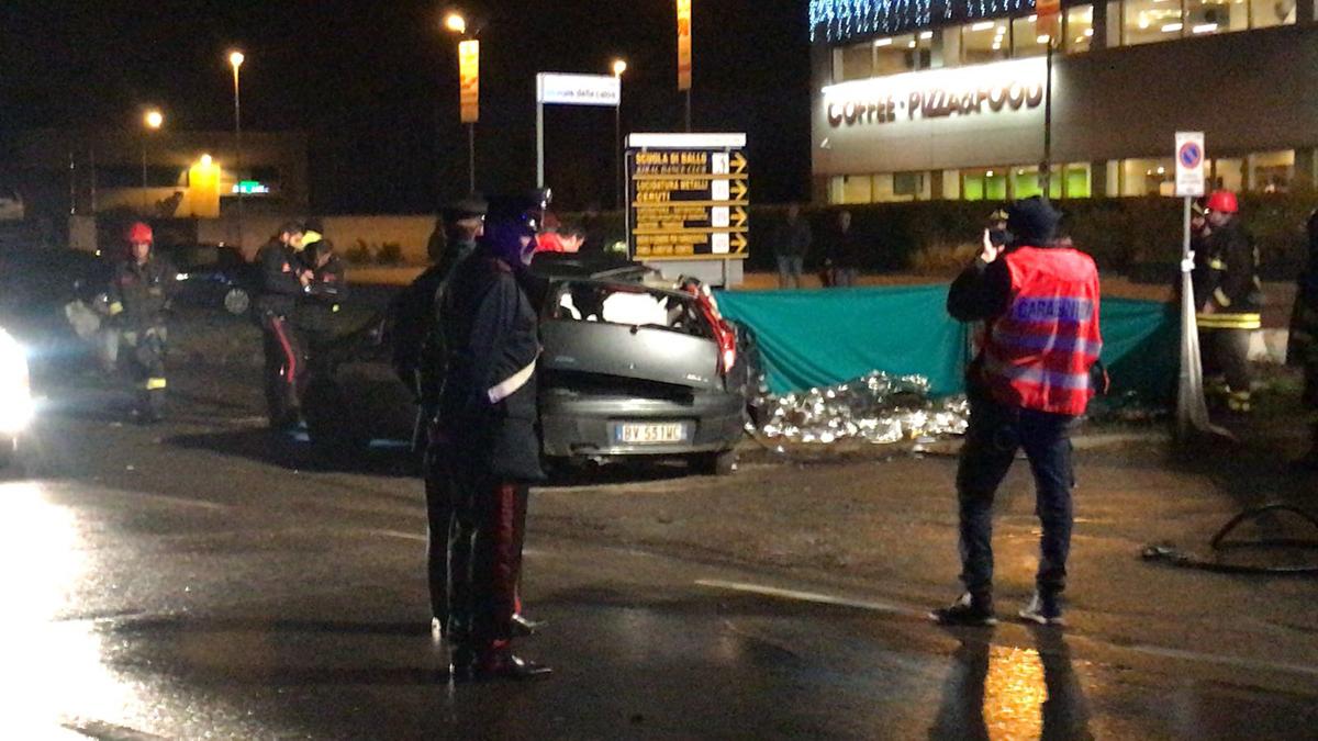 Camion travolge auto morti tre giovani a Solaro