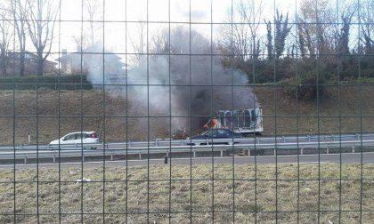 Milano-Meda disagi alla viabilità per camion in fiamme