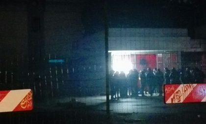 Centri sociali in azione in via Buonarroti: occupata stazione di servizio FOTO