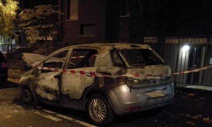 Auto incendiata in via Kennedy a Bernareggio, paura nelle notte