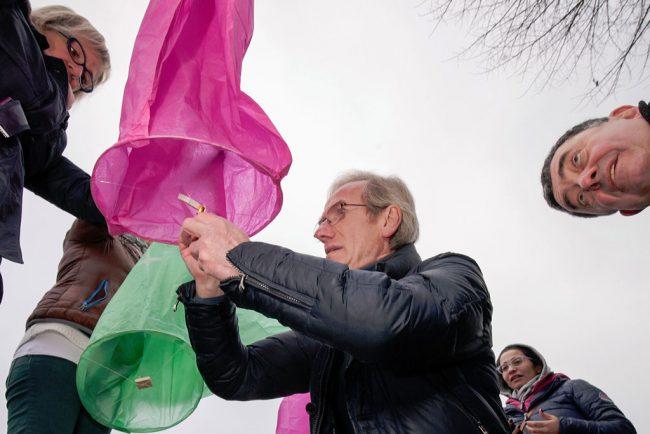 Lanterne colorate per celebrare la pace