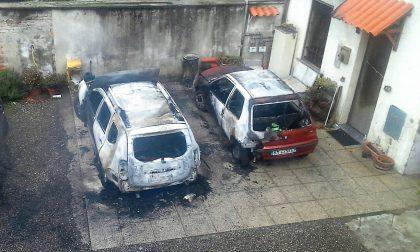 Tre auto vanno a fuoco nella notte di Capodanno