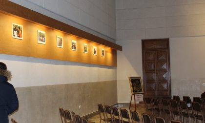 In chiesa foto di migranti al posto della Via Crucis