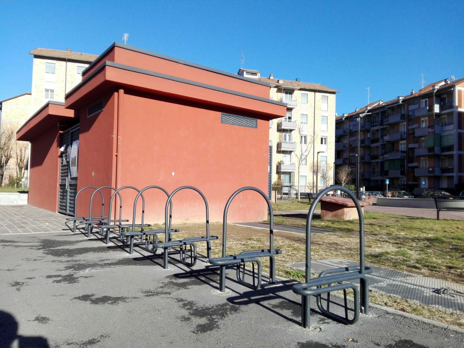 Parcheggio selvaggio biciclette a Cantalupo