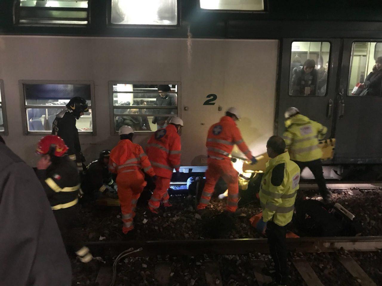 Travolto dal treno in stazione a Monza è ancora vivo RITARDI