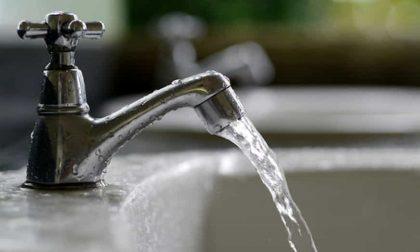 Un italiano su due beve acqua del rubinetto