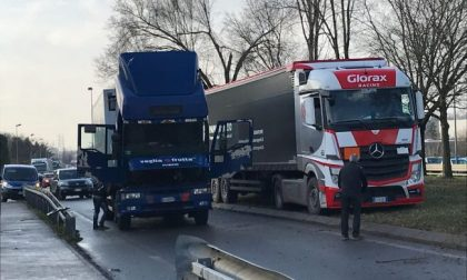 Camion in panne a Osnago, traffico in tilt in Brianza FOTO