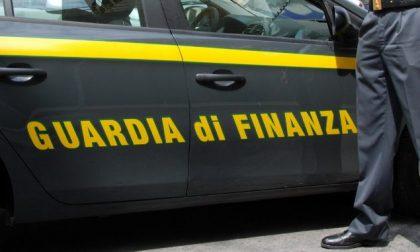 Pagano migliaia di euro per finestre inesistenti: decine di truffati