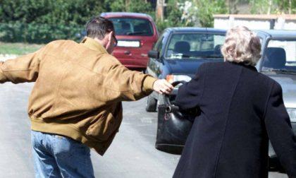 Carabiniere fuori servizio tenta di sventare uno scippo