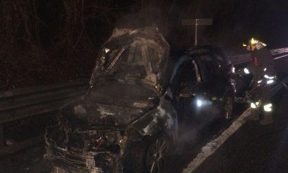 Auto prende fuoco sulla Valassina