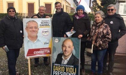 Elezioni, grillini in piazza a Villa Raverio