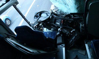 Scontro tra tir e pullman in autostrada TUTTE LE FOTO