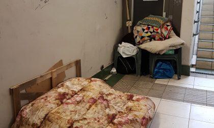 In stazione senzatetto vive nel sottopasso