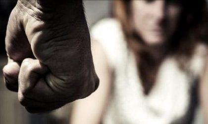 Massacra di botte la moglie davanti alla figlia, 31enne arrestato