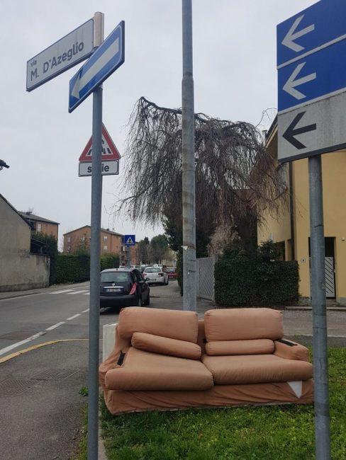 rifiuti abbandonati a Giussano