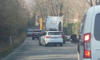 Traffico in tilt ad Agliate per un incidente