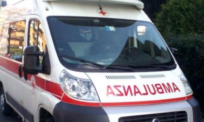 Scontro tra auto e moto a Ornago: ferito un 73enne