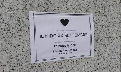 """""""Funerale"""" per l'asilo nido chiuso dal Comune: corteo di protesta"""