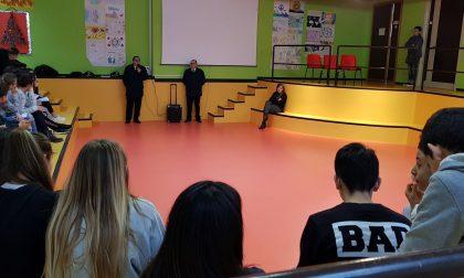 Studenti di Lesmo a lezione di legalità con i carabinieri