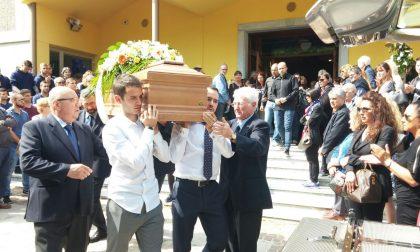 Una folla per l'ultimo saluto a Valeria Bufo