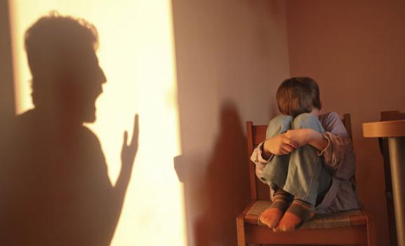 Maestra d'asilo arrestata per maltrattamenti