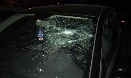 Nudo aveva sfasciato auto e aggredito i vicini, chiesta la perizia psichiatrica