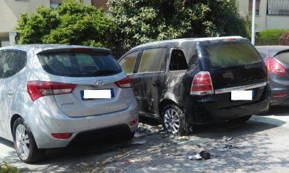 Doppio incendio a Seregno, a fuoco due auto
