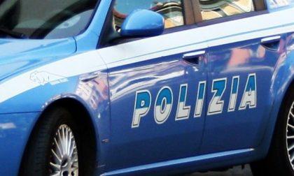In auto con una mazza di ferro: 33enne denunciato