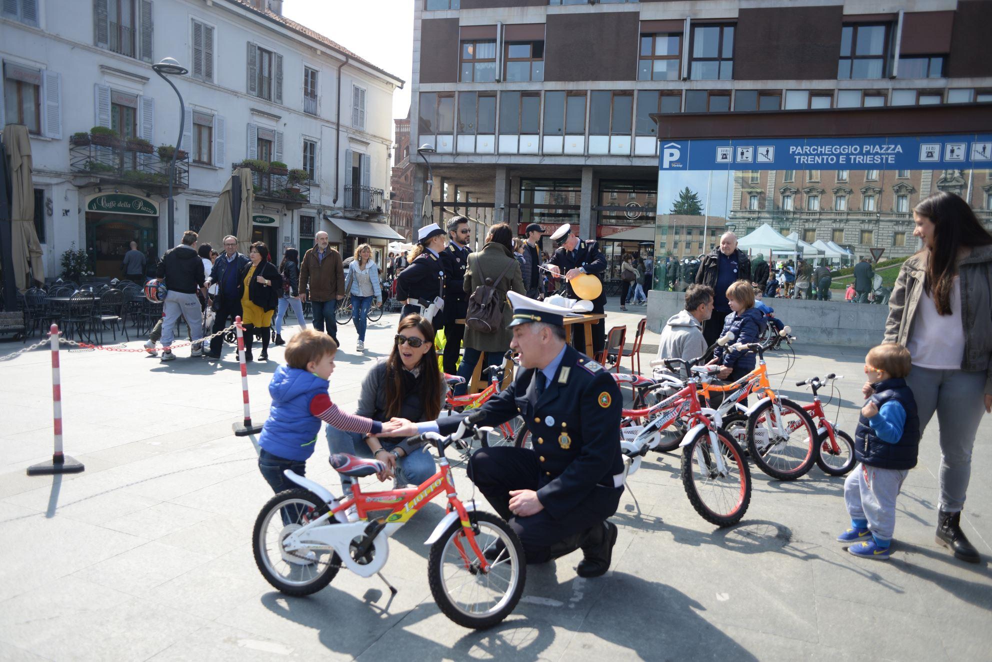 """Polizia locale in festa, benvenuti a """"Ghisalandia"""""""