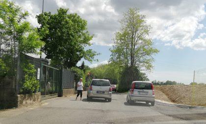 Decine di cittadini beffati: isola ecologica chiusa