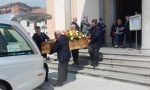 Commozione e lacrime per l'ultimo saluto all'alpinista morto  sul Monte San Martino